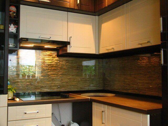 фартук для кухни из стекла